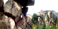 Simkea-Ortschaft:Auffällige Stelle im Gebirge